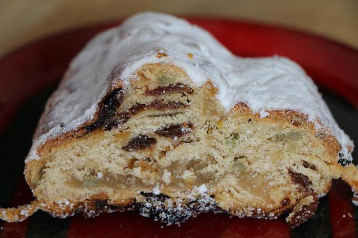 Коледна торта със сушени плодове и ядки