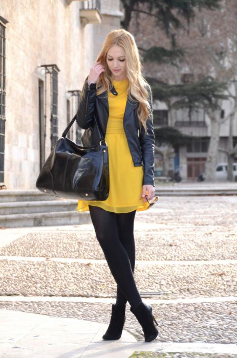 која боја је комбинована са жутом у одећи