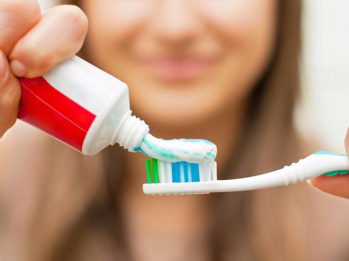 cosa significa la striscia rossa sul dentifricio