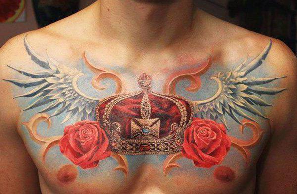 barevné tetování na zápěstí s latinským písmenem c a korunou