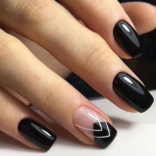 Tagliare le unghie in un sogno sulle mani