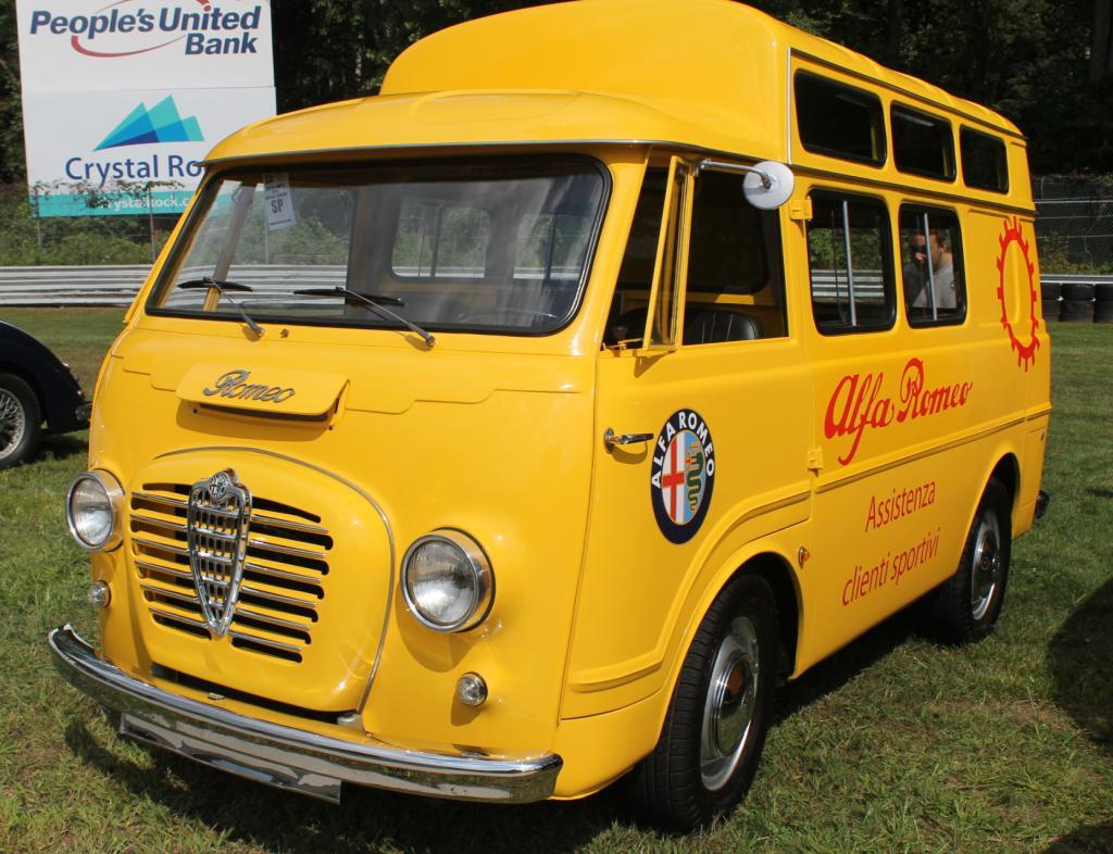 Različiti automobilski minibusi