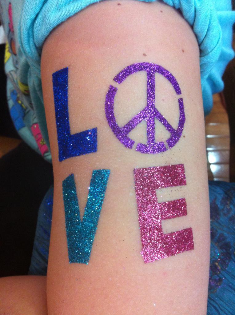glitter tattoo slova