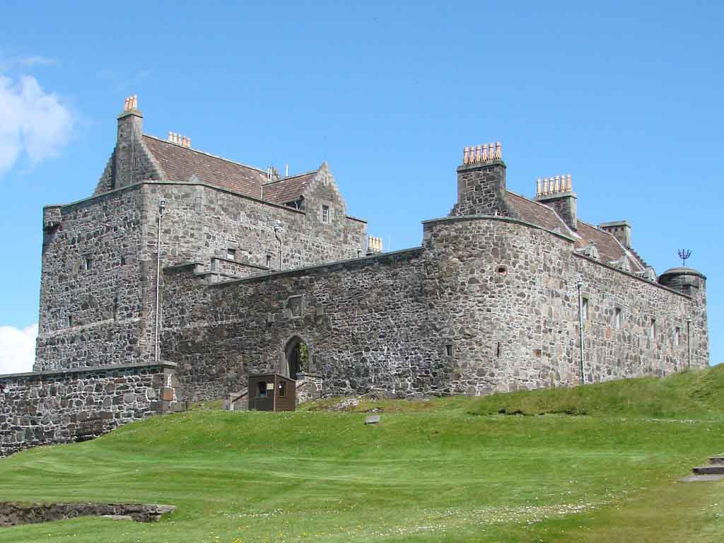 Замъкът е бил заобиколен от крепостна стена