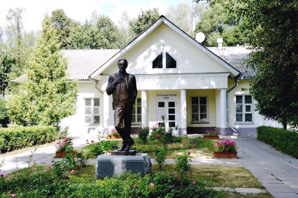 Spomenik Čehovu