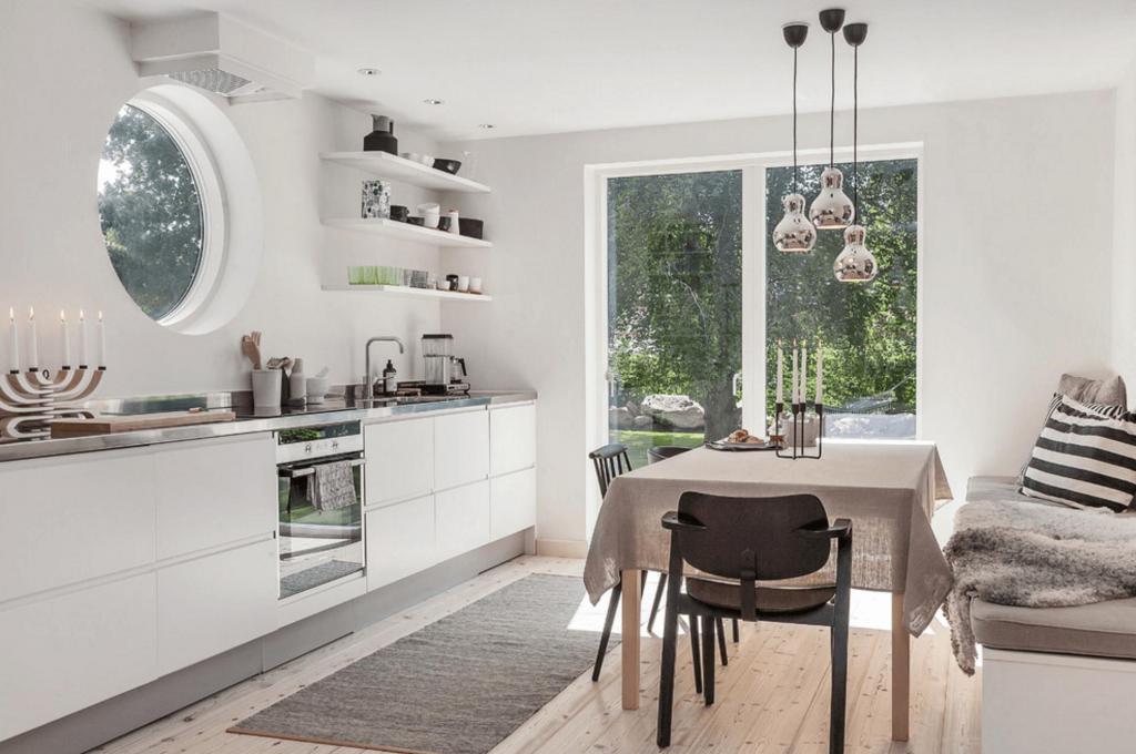 Cucina in stile laconico e scandinavo