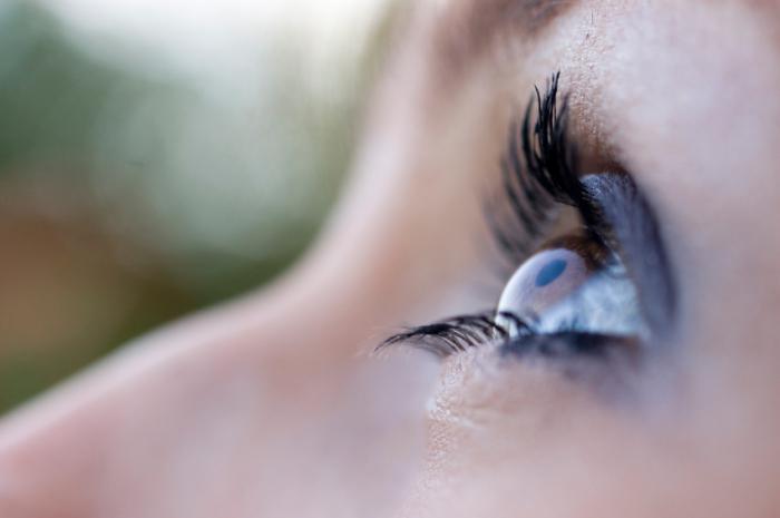 astigmatismo complesso in entrambi gli occhi