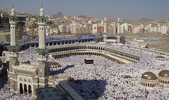 la luna andrà in giro per la kaaba