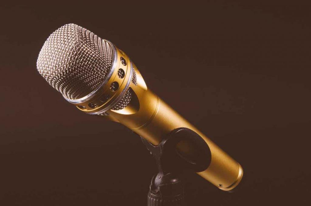 Microfono come strumento di chi è abituato a insegnare alle masse