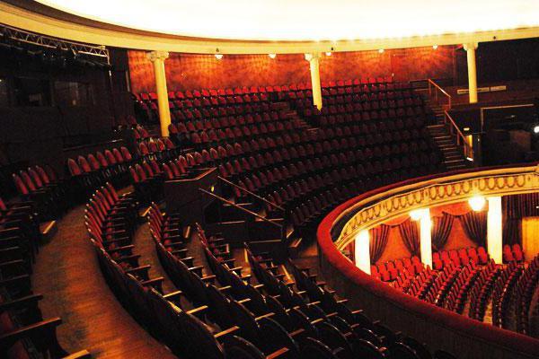 Soppalco a teatro di varietà come visto