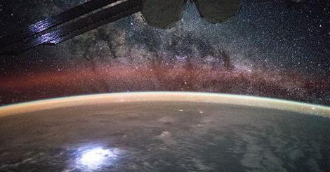 поглед на грмљавину из свемира