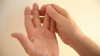 пръстите се изтръпват