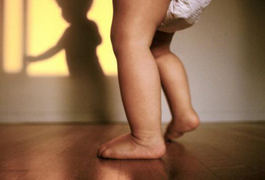 Il bambino di 8 mesi non gattona