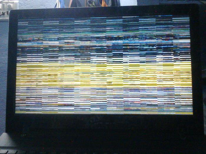 Strisce tremolanti sullo schermo del laptop
