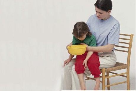 cure di emergenza per il vomito in un bambino