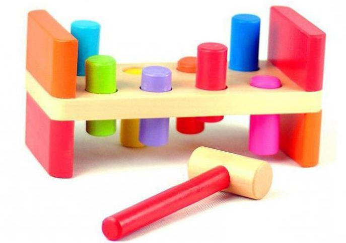 kakšne igrače potrebujejo otroci v 1 letu in 3 mesecih