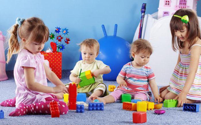 kakšne igrače potrebujejo otroci v 1 letu in 7 mesecih