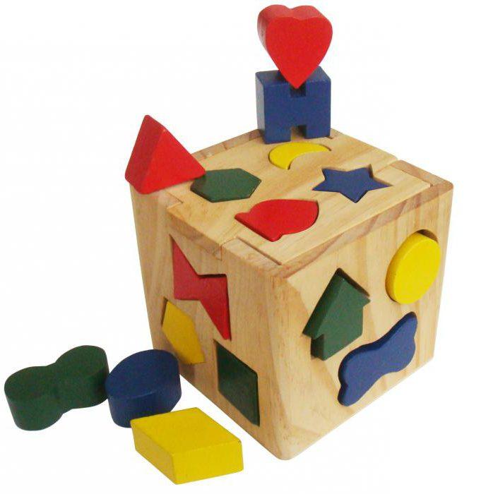kakšne igrače potrebujejo otroci v 1 letu in 4 mesecih
