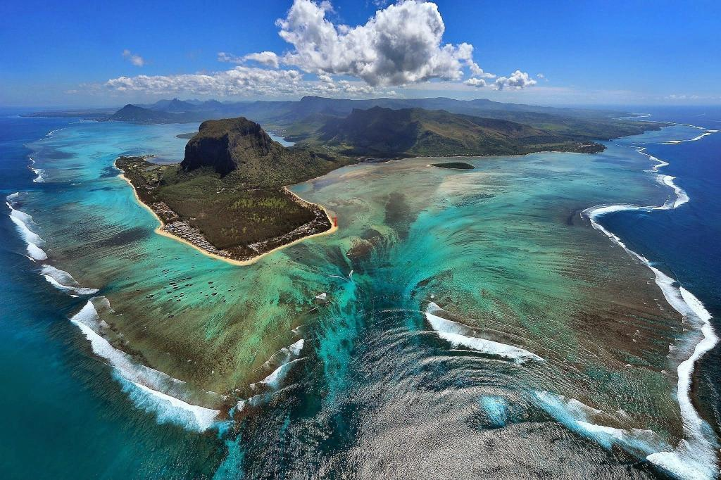 Mauritius Underwater Falls