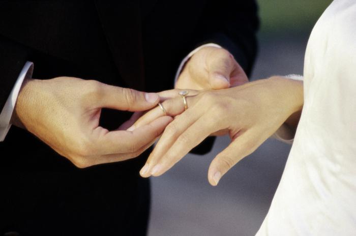 Zarezni prsten s angažmanom