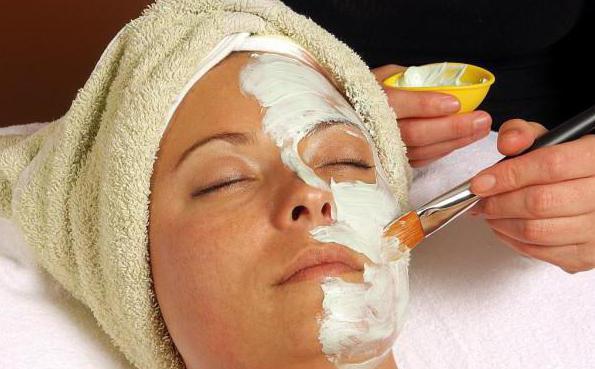 argilla bianca per le revisioni del viso