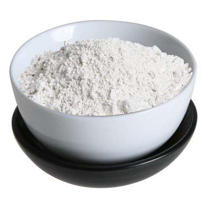 argilla bianca per le revisioni del viso da acne