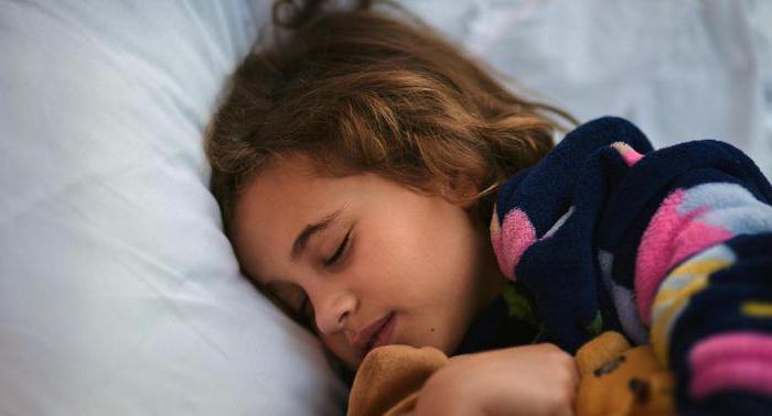 il bambino sta dormendo con gli occhi aperti la ragione