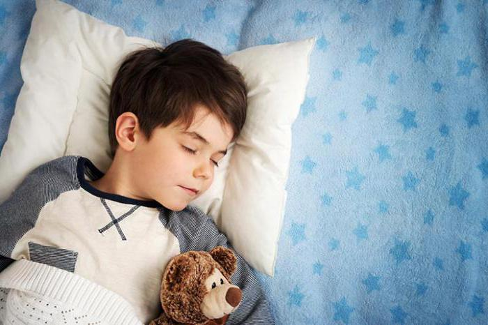 perché un bambino dorme con gli occhi aperti
