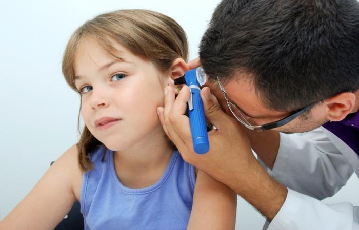 kaj storiti z bolečinami v ušesih