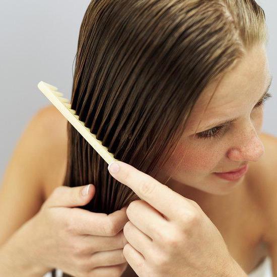 zašto žene gube kosu