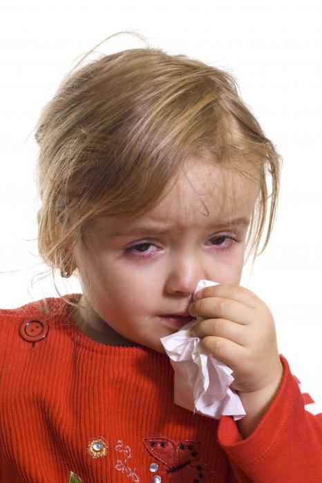 il bambino ha il mal di stomaco ed è malato