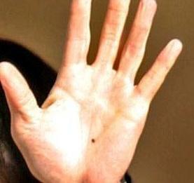 знак за вещица на ръка