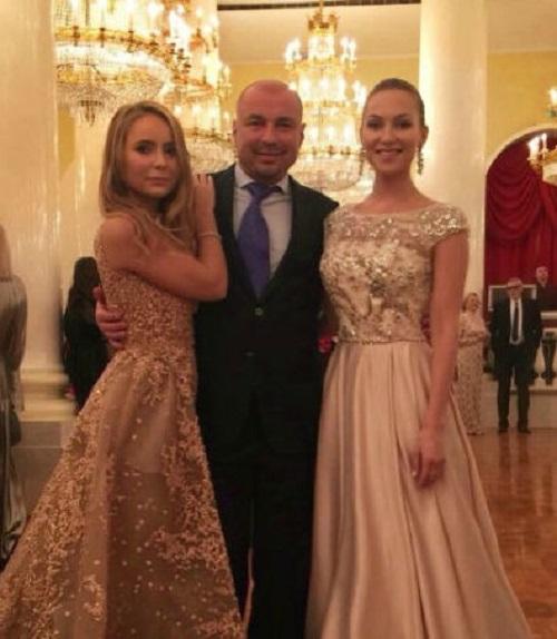 Жулин са најстаријом ћерком на балу